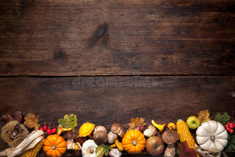 aunumn tło opuszczać życie nad spokojny dziękczynieniem drewniany