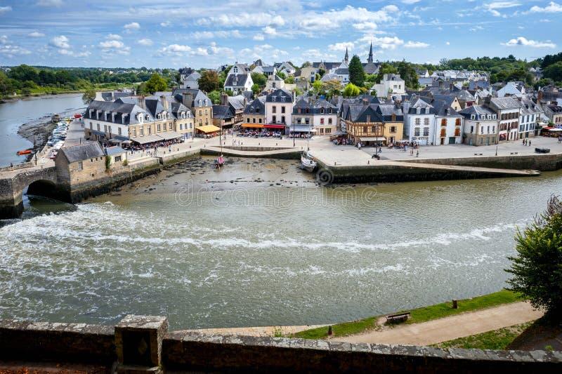 Auray - Haven van heilige-Goustan Panorama van het oude stadscentrum Bretagne, Frankrijk stock afbeeldingen