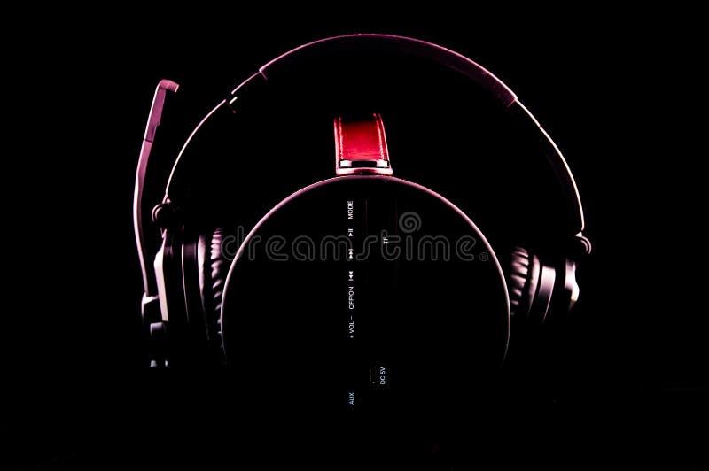 Auricular en la caja de música portátil fotos de archivo libres de regalías