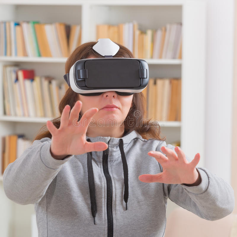 Auriculares da realidade virtual imagens de stock royalty free