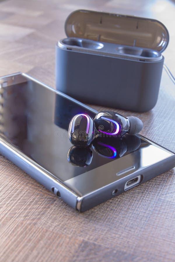 Auriculares de Bluetooth foto de archivo libre de regalías