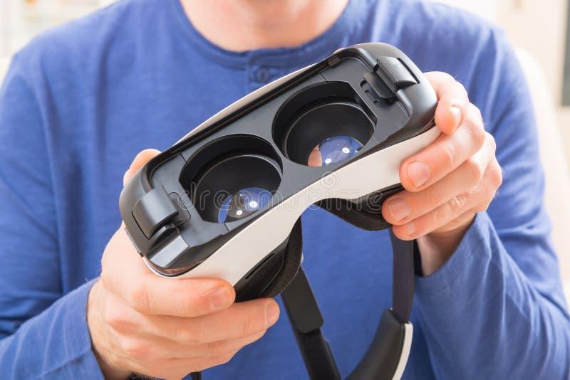 Auriculares de la realidad virtual imagen de archivo