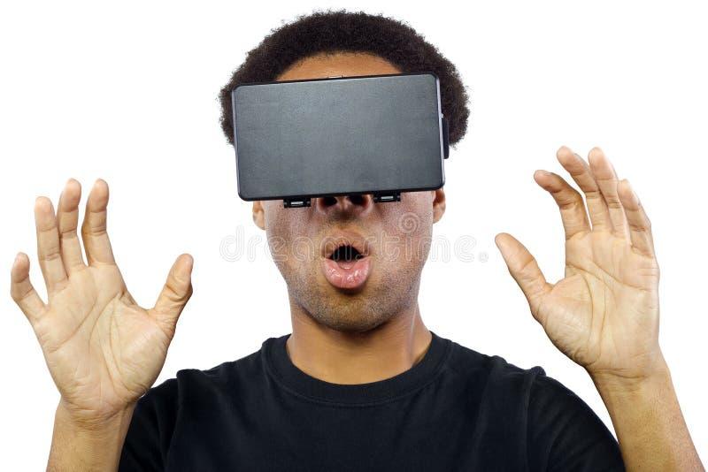 Auriculares de la realidad virtual en varón negro imágenes de archivo libres de regalías