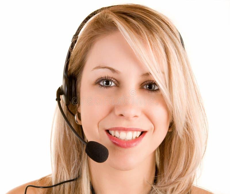 Auriculares desgastando de sorriso bonitos da mulher fotos de stock