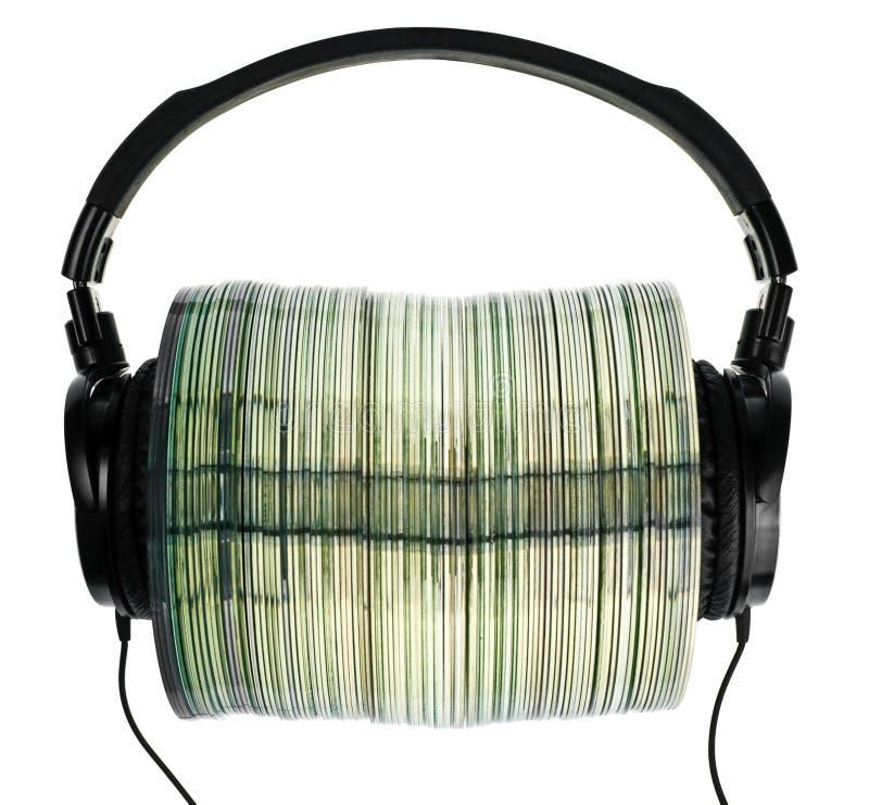 Auriculares en la pila de Cdes fotografía de archivo