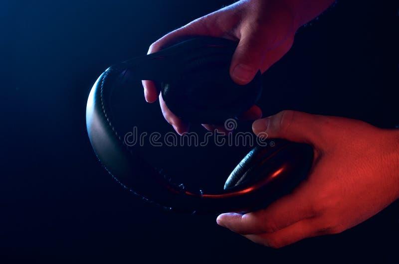 Auriculares negros imagen de archivo libre de regalías