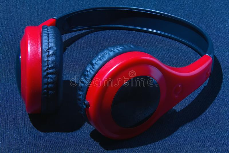Auriculares rojos imágenes de archivo libres de regalías