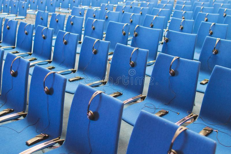 Auriculares y receptores en las sillas foto de archivo libre de regalías