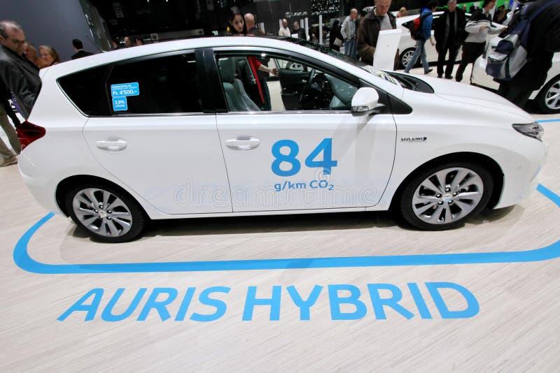 Auris hybride auto van Toyota stock afbeeldingen