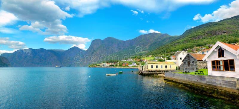 Aurland村庄 Aurlandsfjord,挪威 免版税库存照片