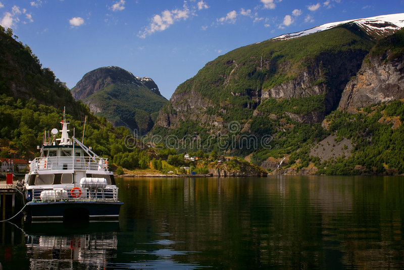 Aurland em Sognefjord em Noruega fotos de stock royalty free