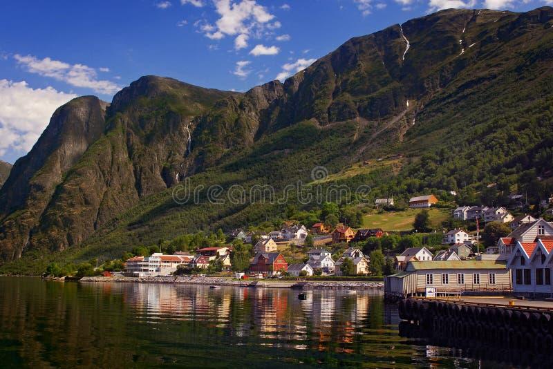 Aurland in Sognefjord in Noorwegen stock foto's