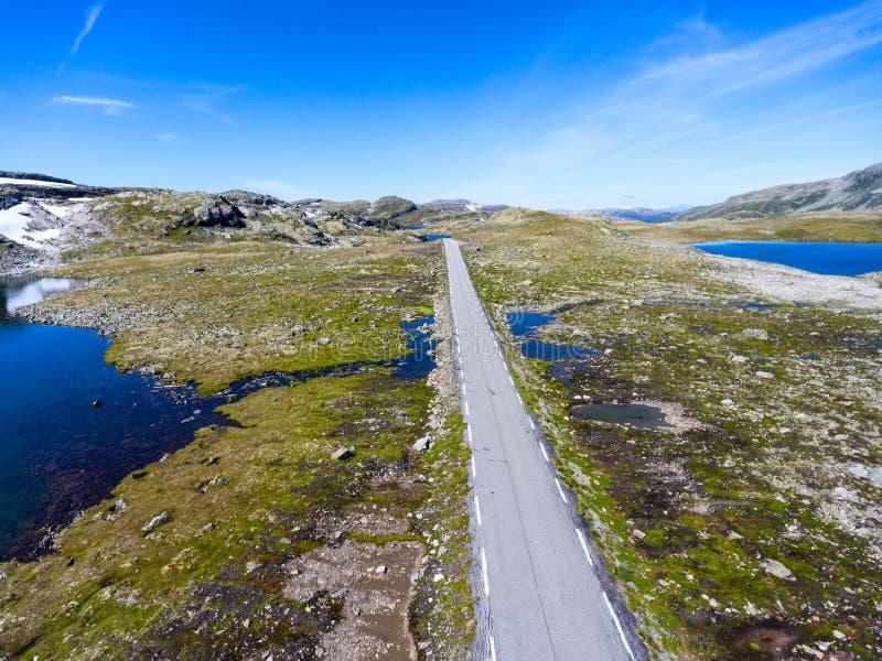Aurlandsfjellet nationell turist- rutt som passerar mellan kommuner av Aurland och Laerdal i det Sogn ogFjordane länet, royaltyfri bild