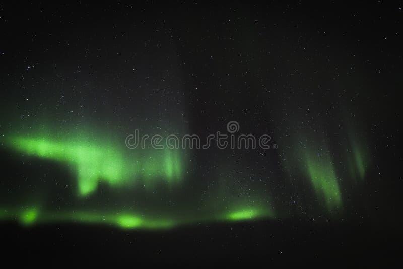 Auroa et montagne image stock