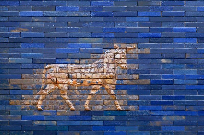 Aurochs från den blåa Ishtar porten av Babylon royaltyfri fotografi