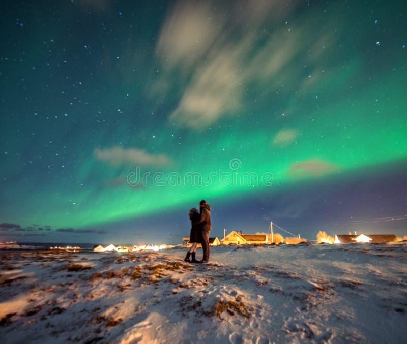 Aurora boreal en las montañas de Reine, Noruega Paisaje de Norwgian foto de archivo