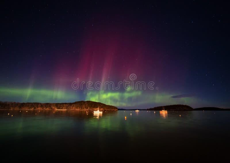 Aurora boreal no porto da barra em Maine fotos de stock royalty free