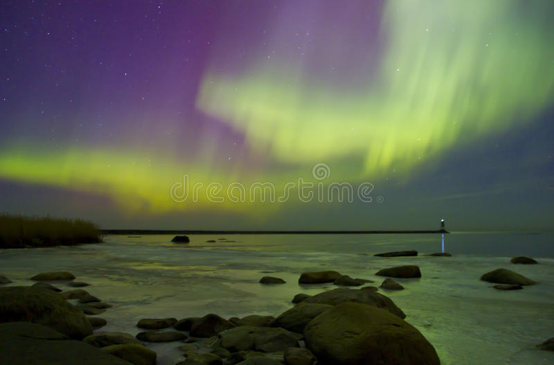 Aurora boreal, o Lago Ladoga, Rússia imagens de stock royalty free
