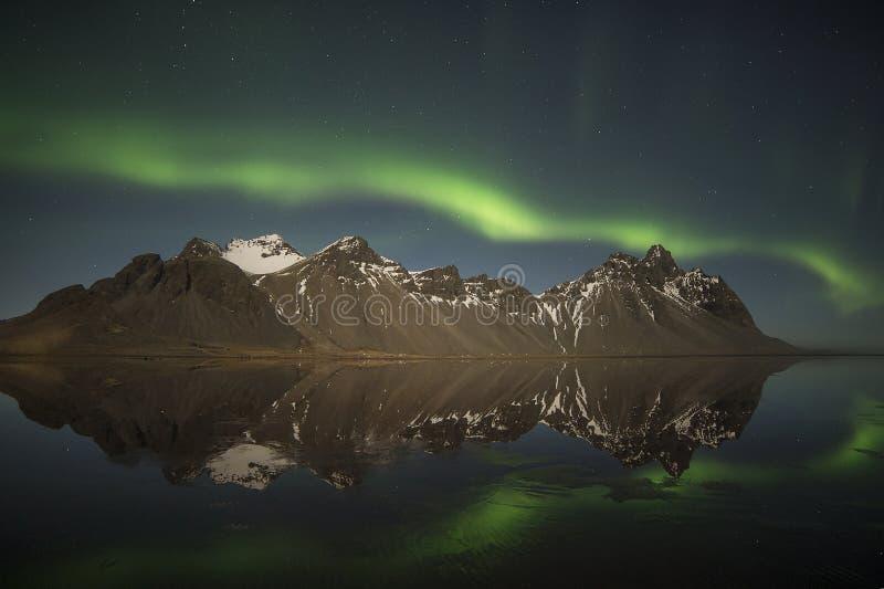 Aurora boreal sobre Vestrahorn imagens de stock royalty free