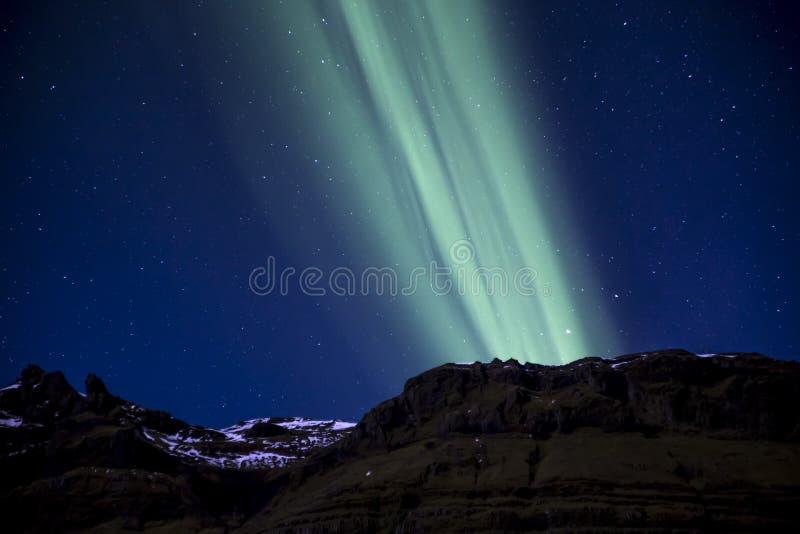 aurora boreale della montagna immagini stock