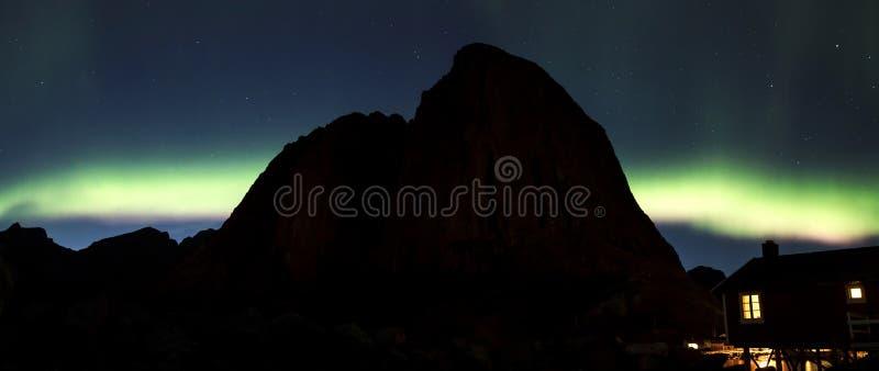 Aurora boreale sopra Hamnoy II fotografia stock libera da diritti
