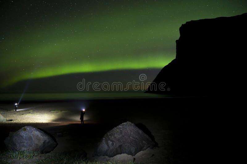 Aurora borealis au-dessus des montagnes de Lofoten, Norvège photographie stock