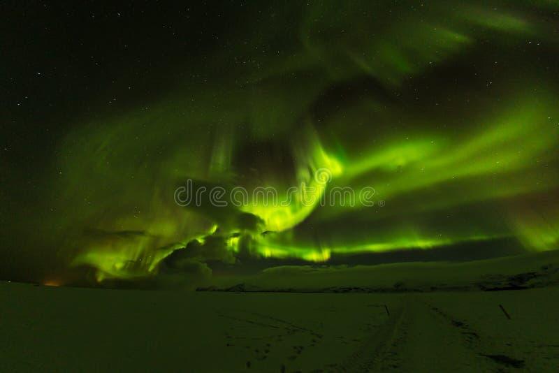 Aurora borealis, aurora boreale in Islanda durante l'inverno fotografie stock
