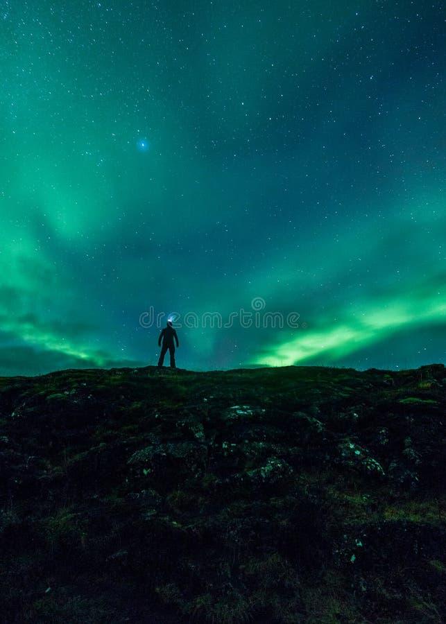 Aurora borealis e una figura immagine stock