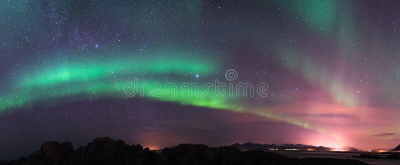 Aurora borealis e Via Látea fotos de stock royalty free