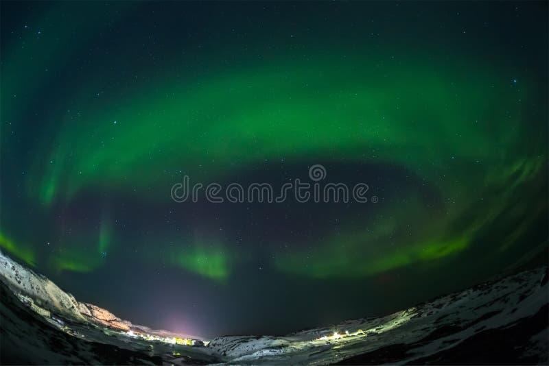 Aurora borealis Groen op Teriberka in het gebied van Moermansk stock afbeeldingen