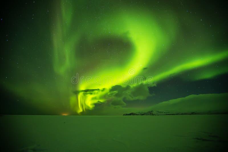 Aurora borealis hermoso en Islandia, tiro en perio temprano del invierno fotografía de archivo libre de regalías