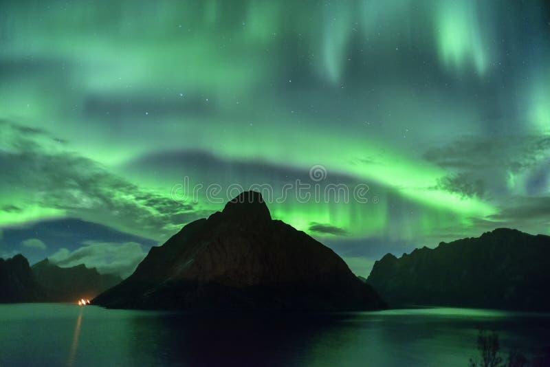 Aurora Borealis & x28; lights& nordico x29; da Lofoten, la Norvegia fotografie stock