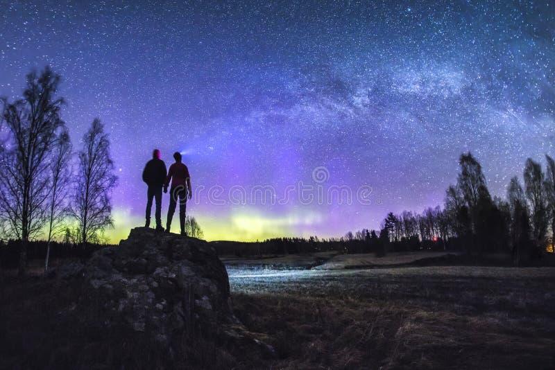 Aurora borealis luminoso nordico in Svezia immagine stock