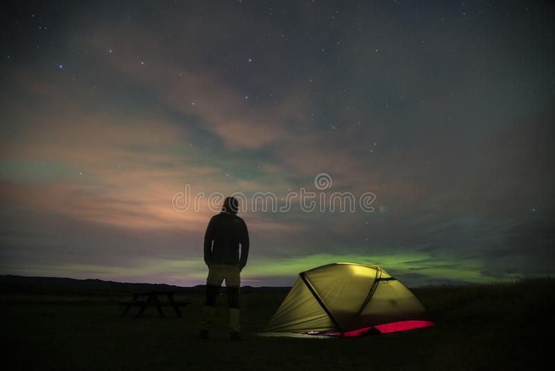 Aurora Borealis Northern Lights Iceland e tenda illuminata 5 fotografie stock libere da diritti