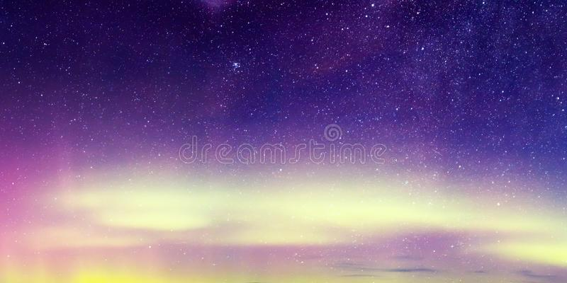 Aurora Borealis, Aurora Northern Lights Landscape, colore in cielo notturno con le stelle fotografia stock