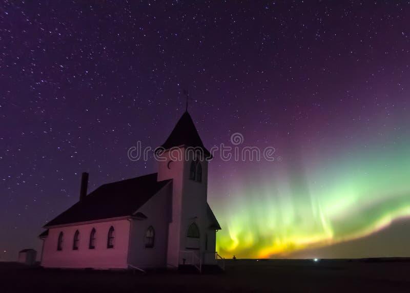 Aurora Borealis Northern Lights over Historische Kerk dichtbij Cabri, Saskatchewan, Canada stock foto's