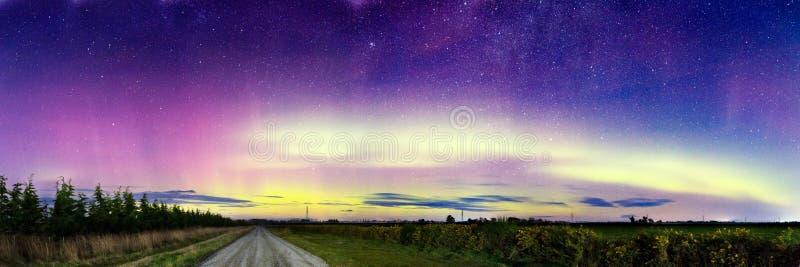 Aurora Borealis, Aurora Northern Southern Lights Landscape, colore in cielo notturno con le stelle immagine stock libera da diritti