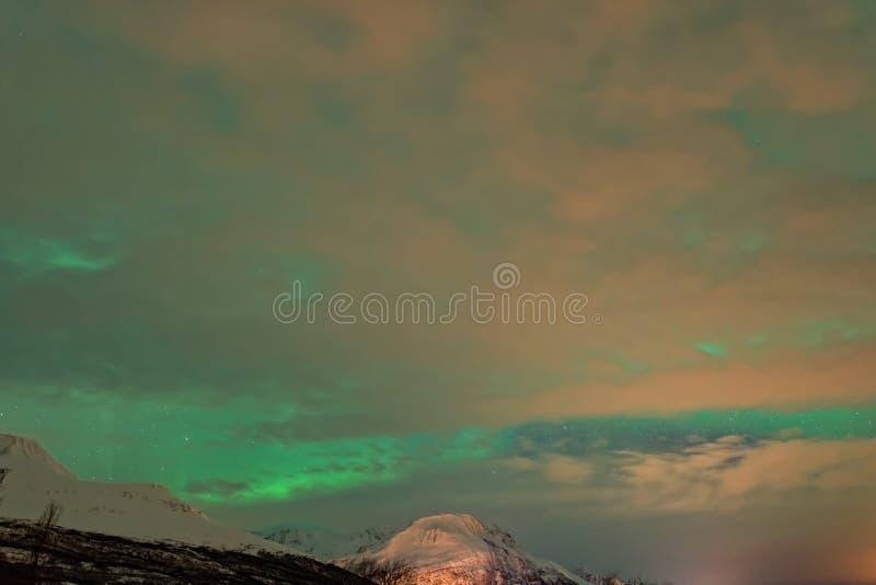 Aurora Borealis nuageuse, lumières du nord photographie stock libre de droits