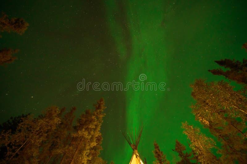 Aurora borealis o luces boreales observadas en Yellowcuchillo, Canadá, en agosto de 2019 fotografía de archivo