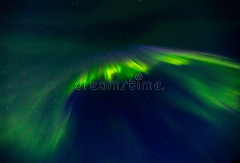 Aurora borealis op de nacht sterrige hemel stock afbeelding