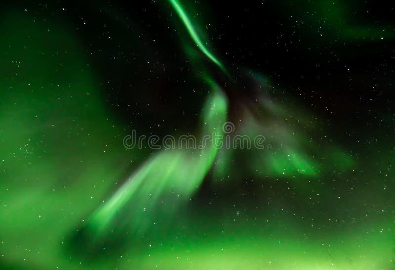 Aurora Borealis over Bakkejord, dichtbij Tromso Noorwegen Maart 2019 royalty-vrije stock afbeeldingen