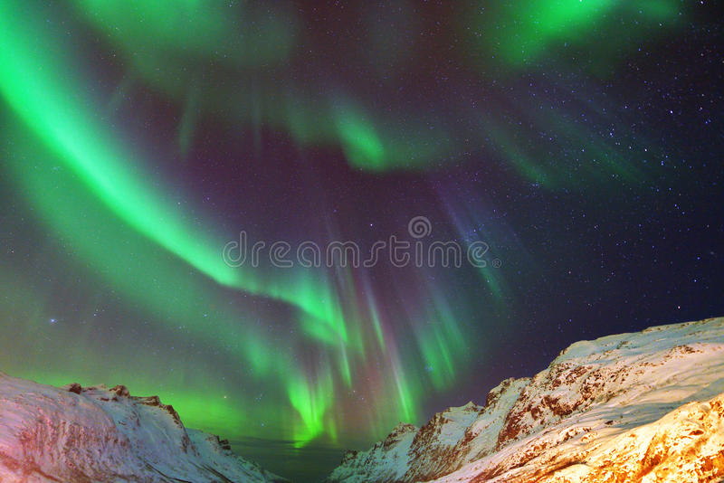 Aurora Borealis Over Ersfjorden, Tromso, Noruega imágenes de archivo libres de regalías