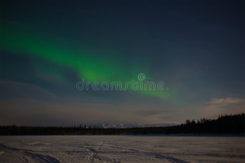 Aurora Borealis over het bevroren Imandra-Meer Khibiny, Kola Peninsula Rusland royalty-vrije stock afbeelding