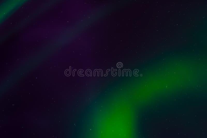 Aurora borealis, północni światła w nocnym niebie z gwiazdami zdjęcie stock