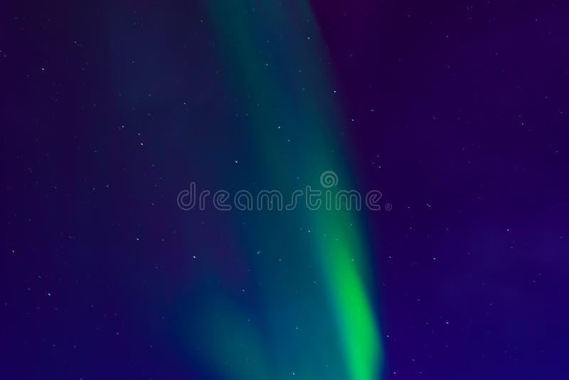 Aurora borealis, północni światła w nocnym niebie z gwiazdami obrazy royalty free