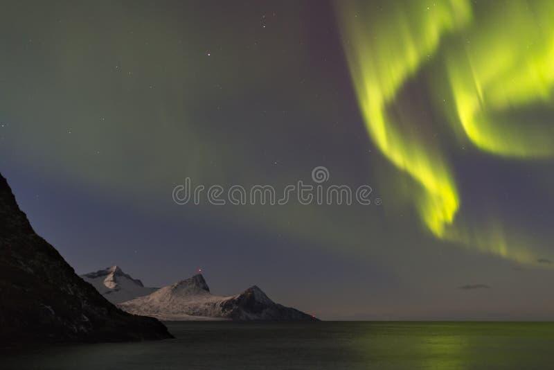 Aurora borealis spettacolare, bella aurora boreale sopra immagine stock