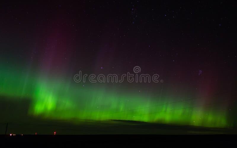 Aurora borealis verde, magenta y púrpura en Dakota del Norte fotografía de archivo