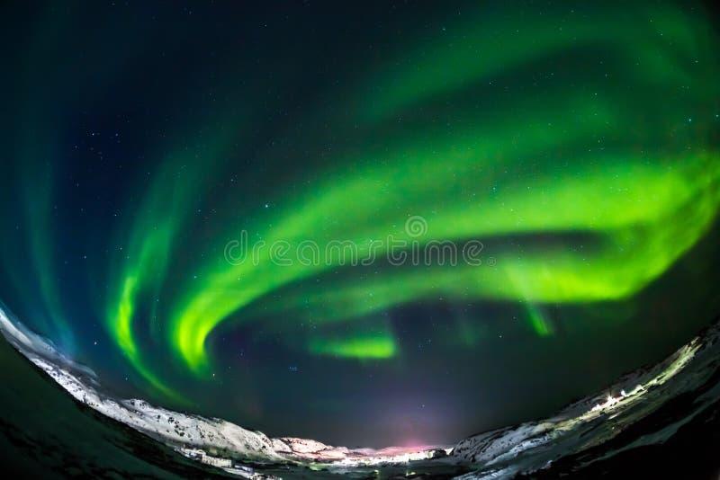 Aurora borealis zieleń na Teriberka w Murmansk regionie fotografia stock