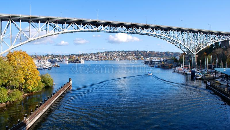 Aurora-Brücke stockbild