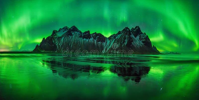 Aurora da praia de Stokksnes imagem de stock royalty free